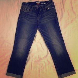 Women's Cropped Levi's Jeans